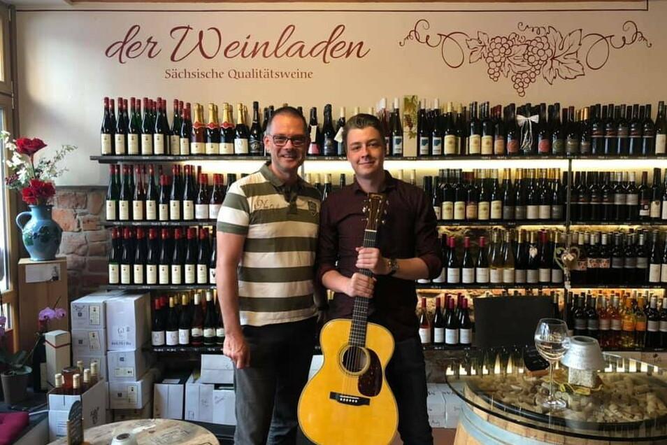 Prominenter Besuch beim Konzert in Meißen. Der Gitarrist will sich mit dem Landrat Ralf Hänsel für mehr Kultur im Landkreis einsetzen.