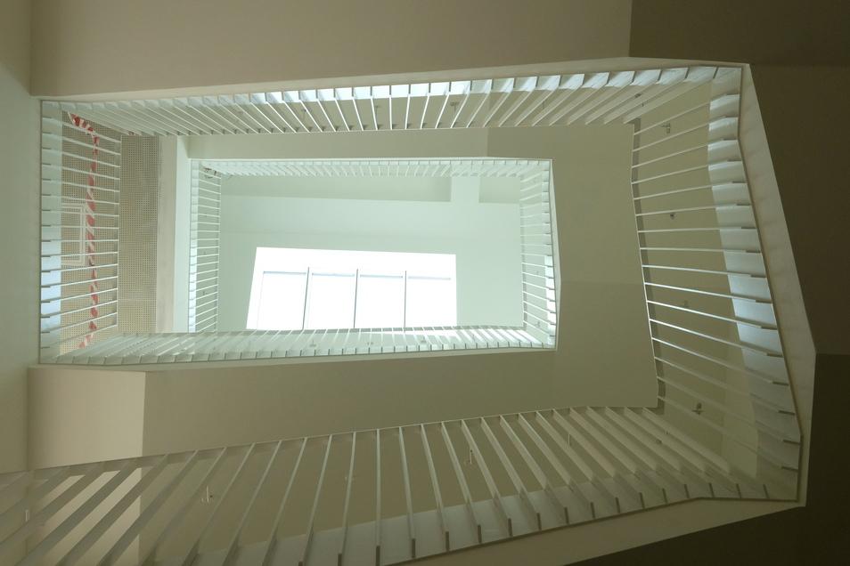 Der Treppenaufgang im Neubau.