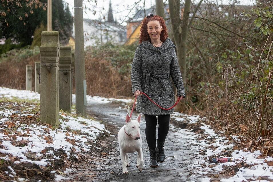 Claudia Mihály-Anastasio kämpft für eine Hundewiese in Freital, wo die Vierbeiner gefahrlos von der Leine gelassen werden können.