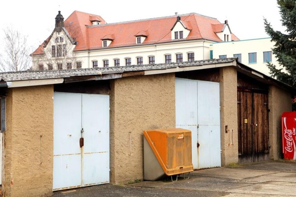 Die Baracke zwischen Schliebenschule und Jugendhaus Villa wird abgerissen.