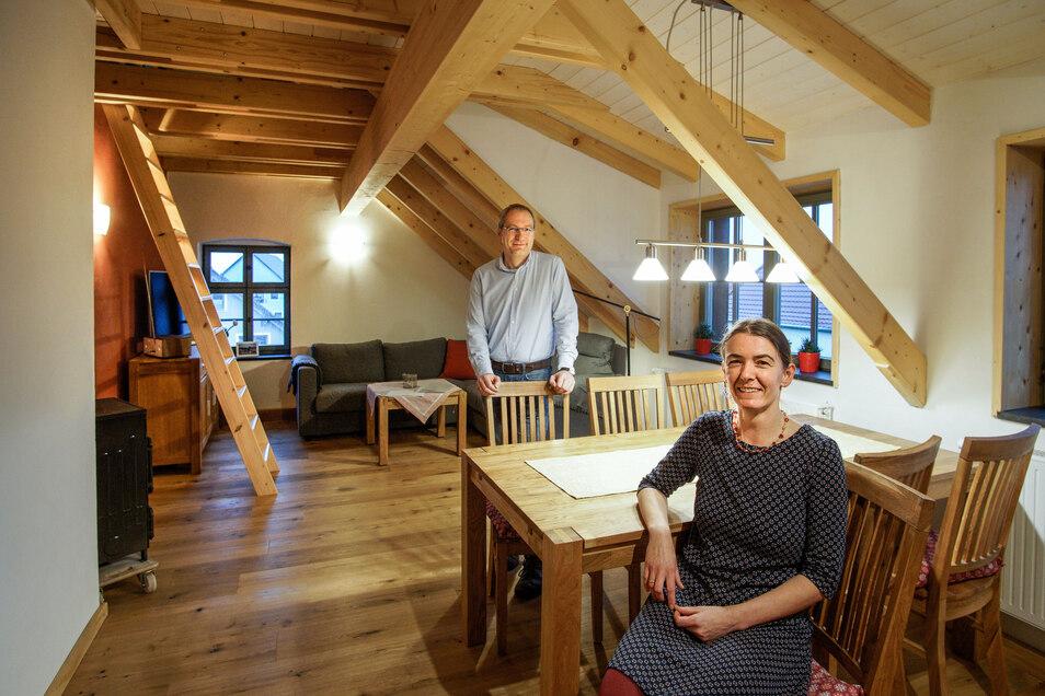 Eva-Maria und Heiko Proske haben im alten Gutshof in Doberschau vier Ferienwohnungen eingerichtet. Viele Arbeiten erledigten sie in Eigenleistung.