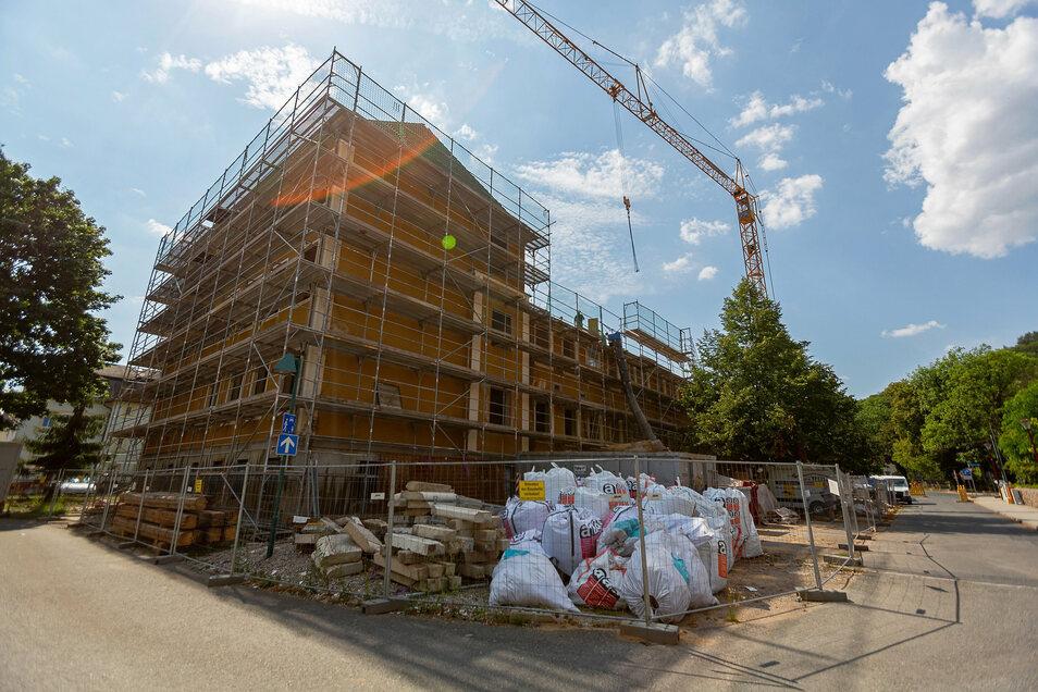 Die Oberschule Hainsberg wird von Grund auf saniert und erweitert. Im Frühjahr 2022 soll alles fertig sein.