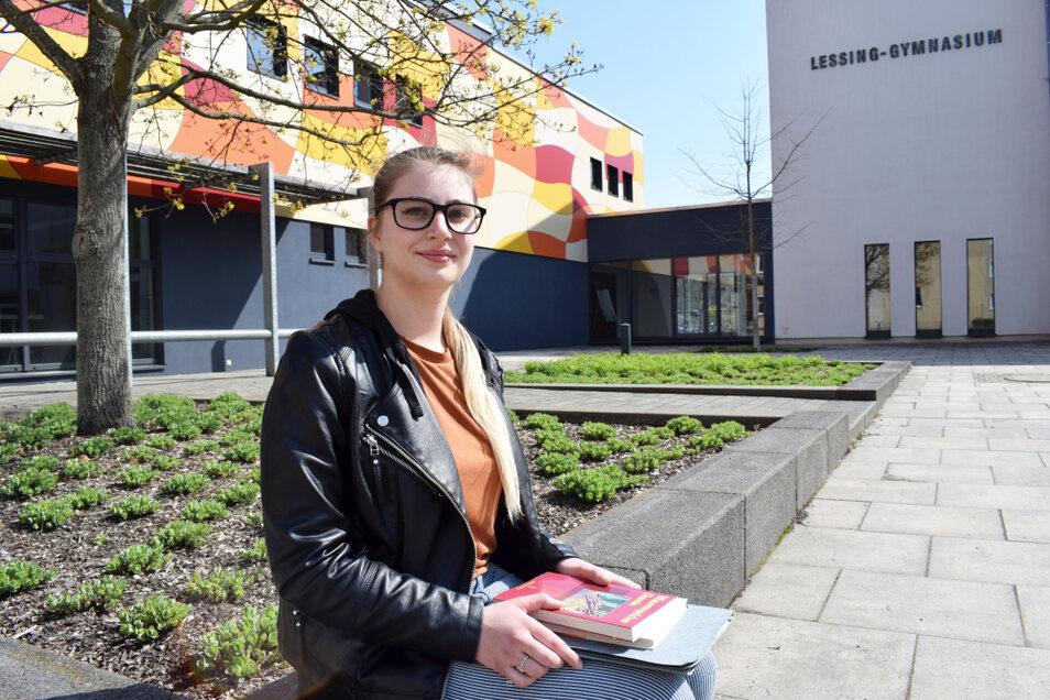 Büffeln fürs Abitur: Aileen Noack besucht das Lessing-Gymnasium in Hoyerswerda und nun stehen die letzten Unterrichtstage an.