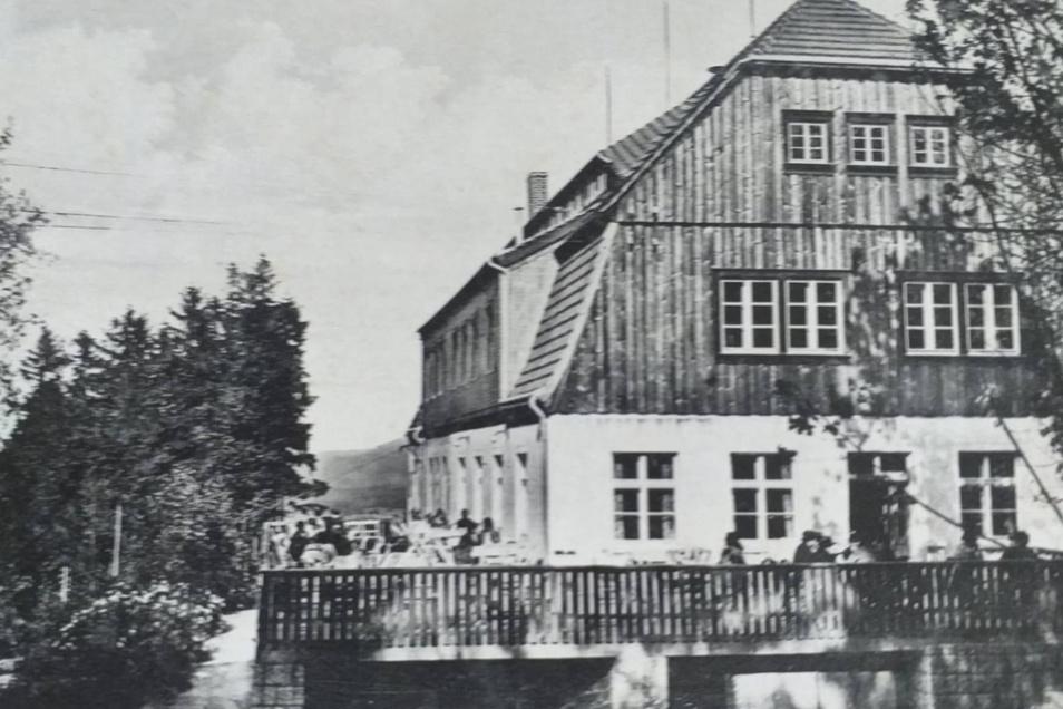 So sah es in den 1960ern an der Baude aus: die Terrasse war gut gefüllt.