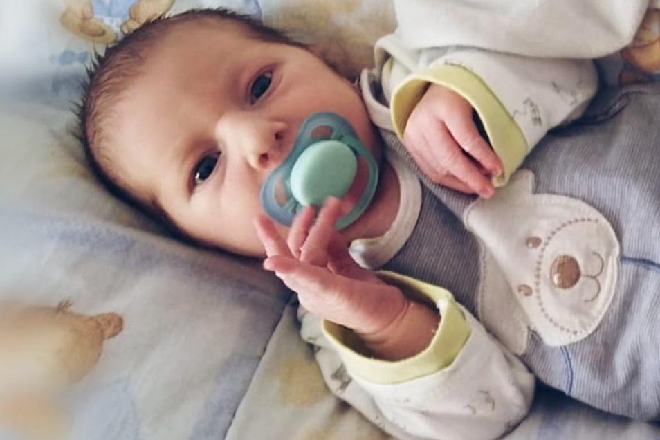 Florentin Alexander, geboren am 28. März, Geburtsort: Kamenz, Gewicht: 4.190 Gramm, Größe: 52 Zentimeter, Eltern: Bianca Richter und Thomas Rücker, Wohnort: Haselbachtal