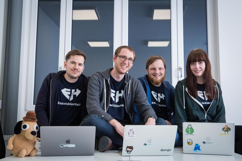 Start-Up Entwicklerheld im Schulungszentrum von Robotron. v.l.: Philipp Dienst, Felix Hanspach, Ilja Bauer, Stefanie Macak.