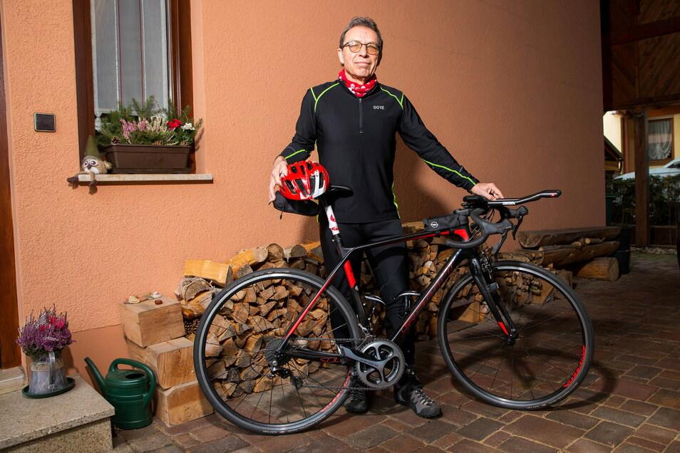 Sein Rennrad hat der Bannewitzer Mathias Badura bereits für die Wettkämpfe in Moritzburg und Leipzig präpariert. Seine Bestzeit im Triathlon-Sprint schaffte er mit 64 in Moritzburg.