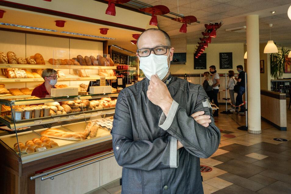 Mit Maske zum Bäcker? Für viele ist das nicht mehr selbstverständlich. Bäckermeister André Fehrmann ärgert sich über Kunden, die die Maskenpflicht beim Einkaufen ablehnen und ihren Frust an den Verkäuferinnen in seinen Filialen auslassen.