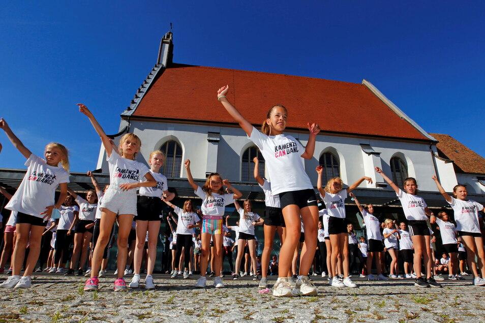 Bereits im vorigen Sommer machten junge Mitglieder von Kamenz can Dance mit einem Flashmob auf dem Schulplatz auf die Situation von Sportvereinen in der Corona-Krise aufmerksam. Auch jetzt sind weitere Aktionen geplant.