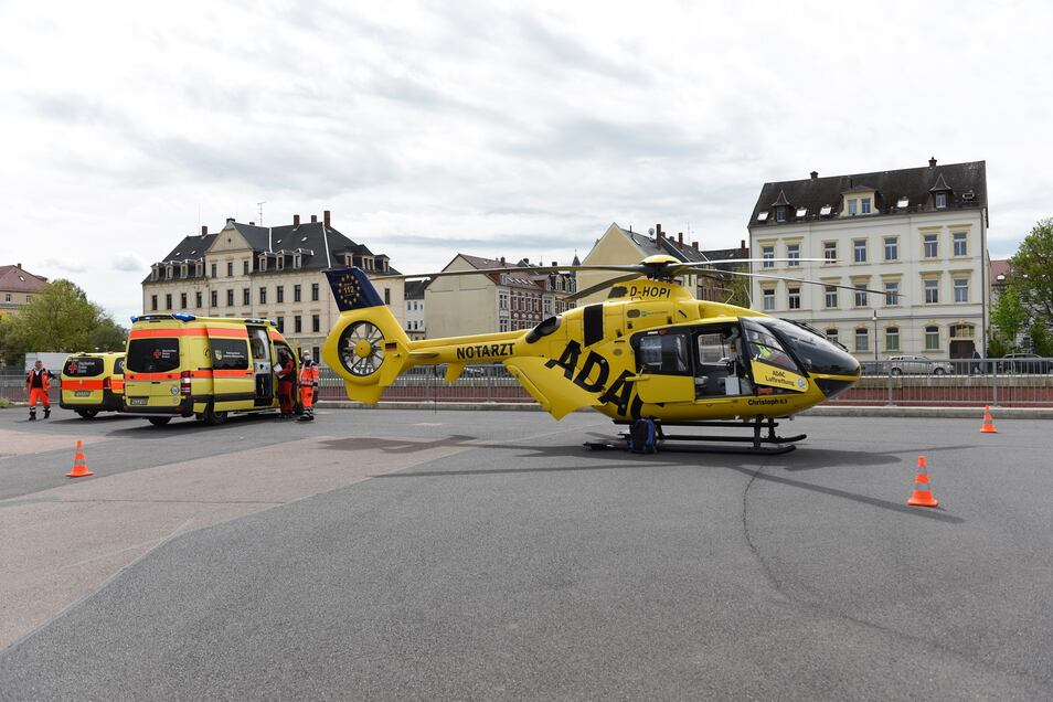 Ein Rettungshubschrauber brachte den Verletzten nach Leipzig.