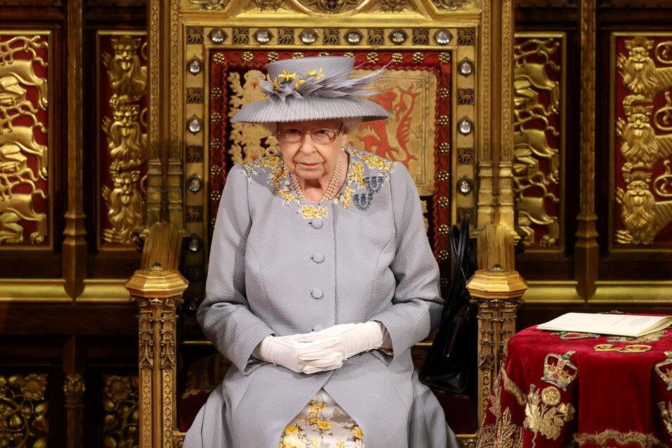Die britische Königin Elizabeth II. hält eine Rede vom Thron im House of Lords.