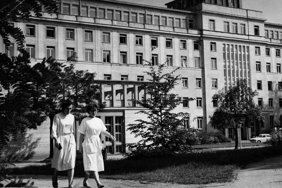 Die Medizinischen Akademie Dresden 1964 zehn Jahre nach der Gründung. Sie war in den Jahren zuvor großzügig ausgebaut worden.