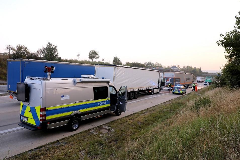 Auf der A4 hat sich am Freitagmorgen ein Unfall mit vier beteiligten Lkw ereignet.
