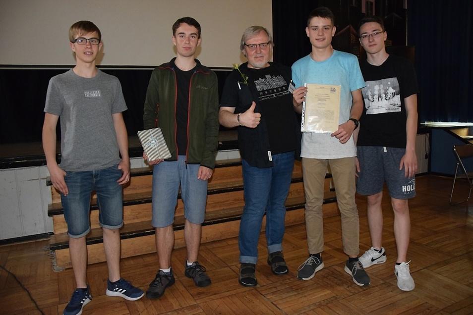 Roland Brauckmann berichtete Johanneums-Schülern, wie er die ehemalige DDR erlebt hat.