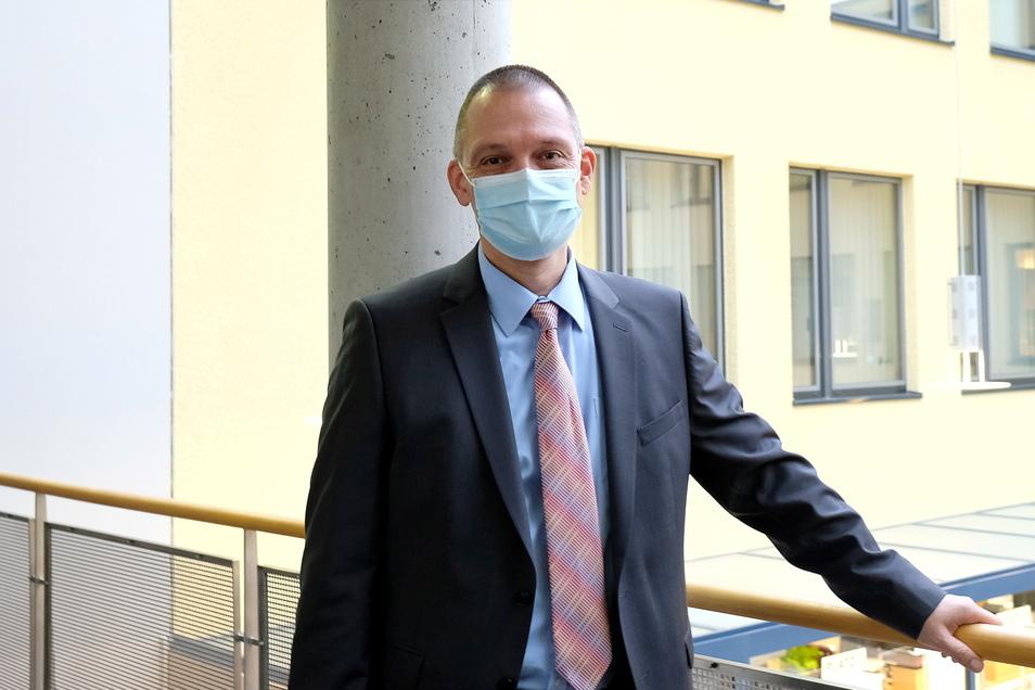 Wieder im Landratsamt: Der Meißner Landrat Ralf Hänsel ist nach zwei Wochen Corona-Quarantäne zurück.