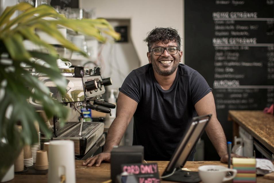 """""""Ein Café leiten? Ich?"""": Vineeth Surendranath ist kein Mann für eine Schublade."""