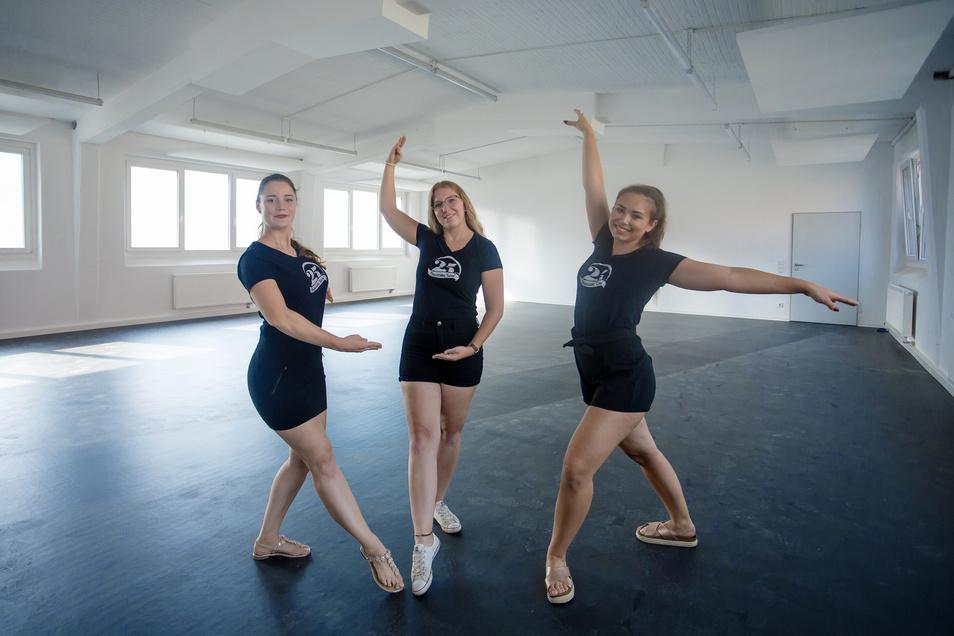 Die Tänzerinnen Abigail (21), Marlen (21) und Marie (22) im neuen Trainings- und Vereinssitz des Tanzstudios Live e.V. in der Kastanienstraße in Riesa.