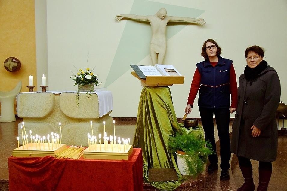 Sabine Mischner und Lydia Richter nach der Gedenkveranstaltung für die Verstorbenen des Jahres 2019 im Gemeindezentrum St. Thomas Morus.