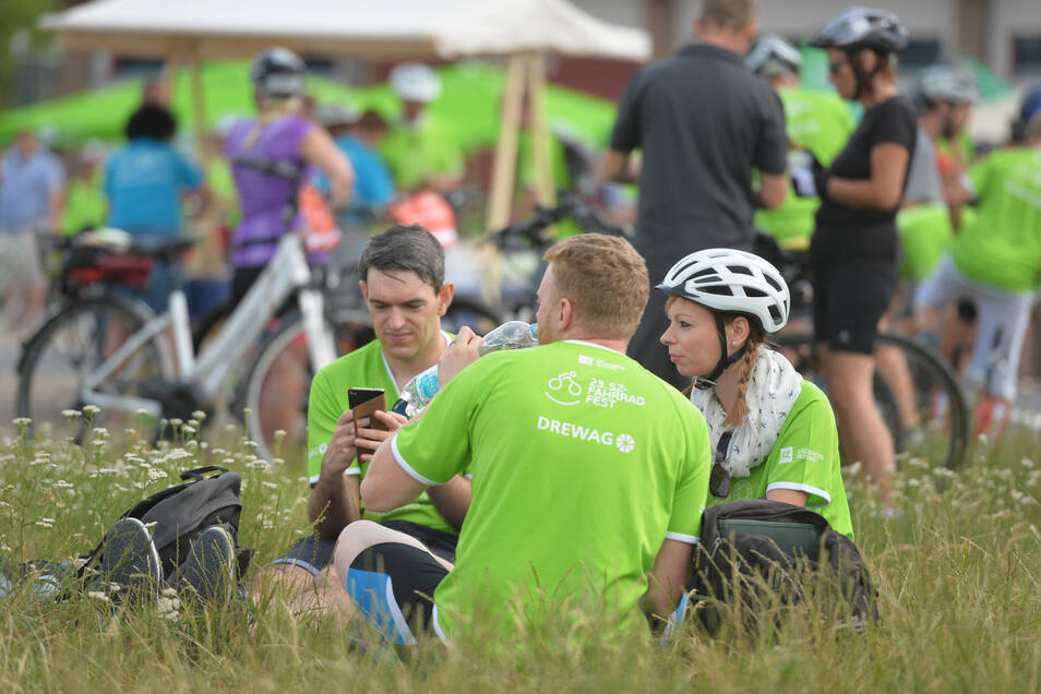 Auf der Festwiese in Radebeul können Teilnehmer eine entspannte Verpflegungspause einlegen.