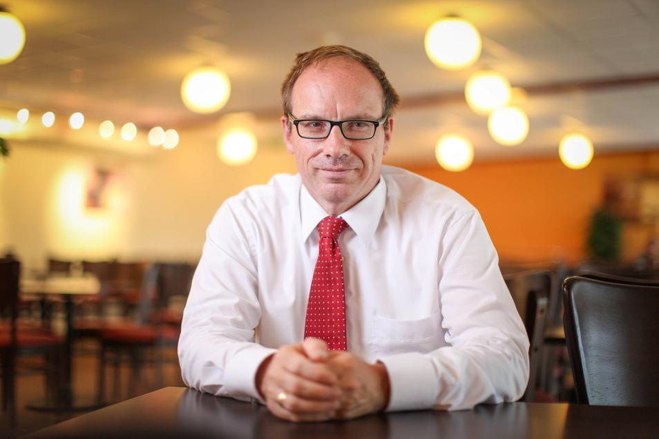 Kurz nach seiner Wahl in den Dresdner Stadtrat 2014 trat der AfD-Politiker Bernd Lommel einen Job bei einer Immobilienfirma in Hannover an.