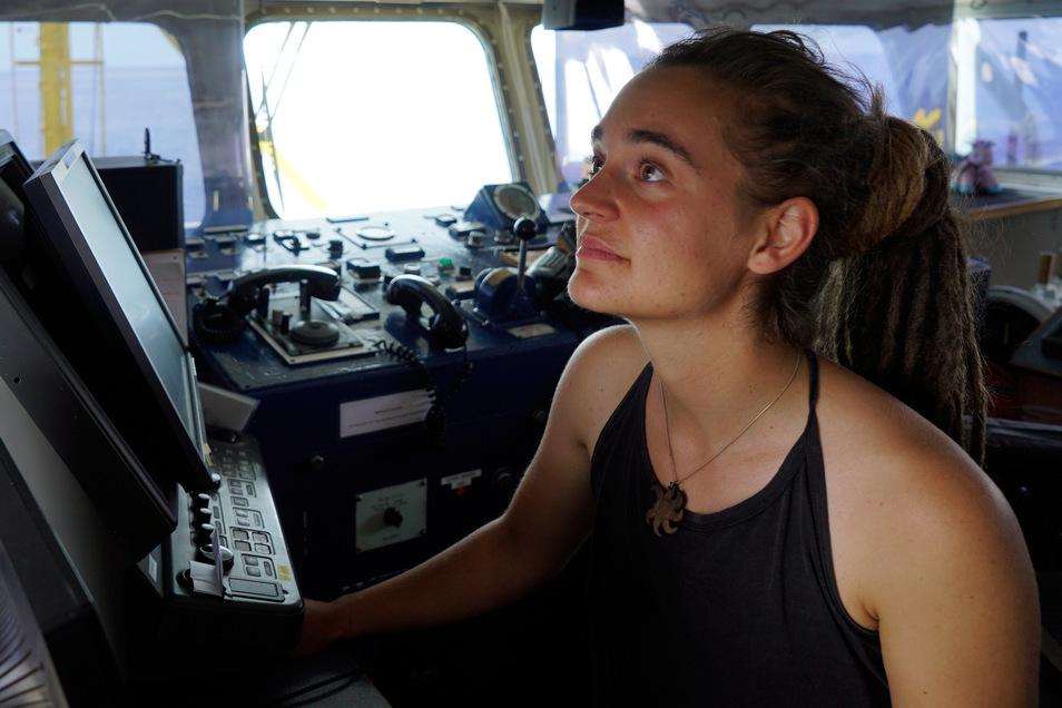 Carola Rackete aus Kiel, deutsche Kapitänin der Sea-Watch 3, wurde aus dem Hausarrest in Italien entlassen.