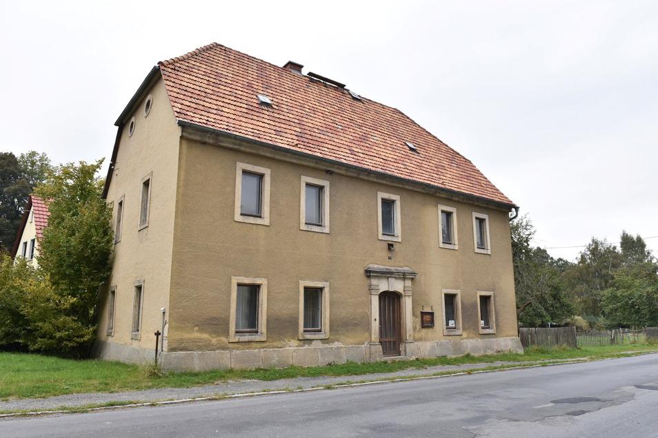 Als das Markersbacher Pfarrhaus gebaut wurde, war es ein repräsentativer Sitz des Pfarrers. Davon ist heute nicht mehr viel übrig.