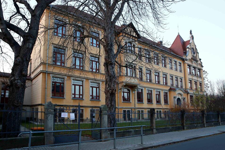 Wie an der Oberschule Radebeul-Mitte werden in diesem Monat die Schulanmeldungen auch an der Oberschule Kötzschenbroda sowie an den beiden Gymnasien Luisenstift und Lößnitzgymnasium angenommen.