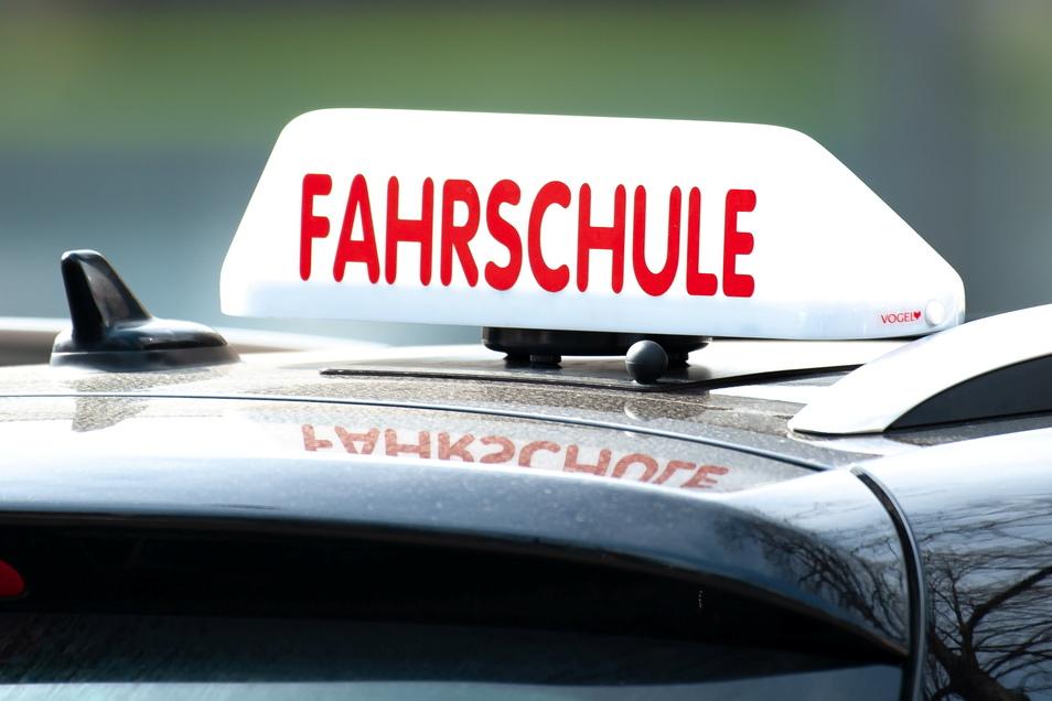 Die Nachfrage nach Führerscheinprüfungen ist in Sachsen gestiegen.