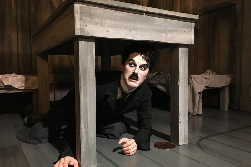 Charlie Chaplin gilt als Meister des Humors. In seinem ehemaligen Wohnhaus in der Schweiz sind Filmszenen mit Wachsfiguren nachgestellt