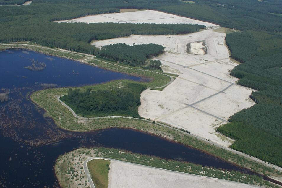 Dieses Luftbild von einem Teil des Lugteiches entstand 2012. In etwa um diese Zeit musste die LMBV die Sanierungsarbeiten in diesem Bereich beenden.