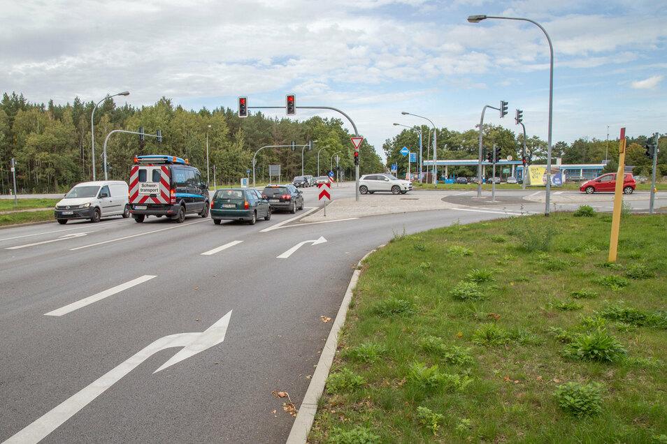 Die Jänkendorfer Kreuzung bei Niesky. Ist der Tunnel dicht, staut es sich in Richtung Kodersdorf auf der rechten Spur. Sie wurde vor zwei Jahren als Bypass angelegt.