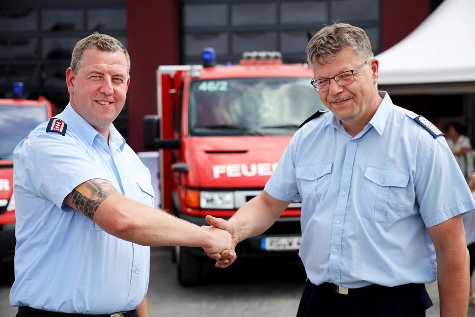Die beiden verstehen sich: Andreas Voigt (links) aus Mehltheuer und Jörg Poppe aus Seerhausen sind die beiden gleichgestellten Ortswehrleiter der neuen Feuerwehr Mehltheuer-Seerhausen. Diese Doppelspitze, die man bisher nur von Parteien kennt, ist in Feuerwehrkreisen einzigartig.