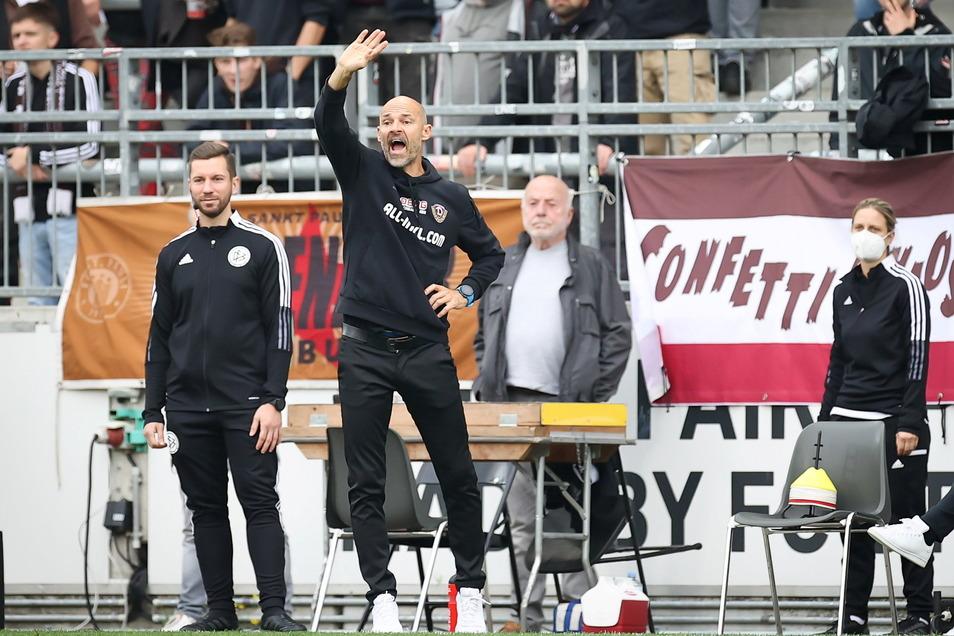 Alexander Schmidt ist sichtlich unzufrieden mit der Leistung seiner Mannschaft.