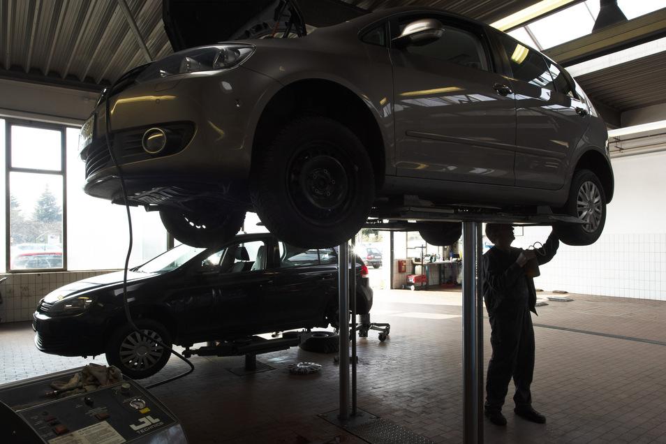 Im Autohaus der Familie Gommlich läuft der Werkstattbetrieb voll.Was in der Winterreifenwechselzeit aber geändert wurde, sind die Reifensamstage. Da würden zu viele Menschen aufeinandertreffen.
