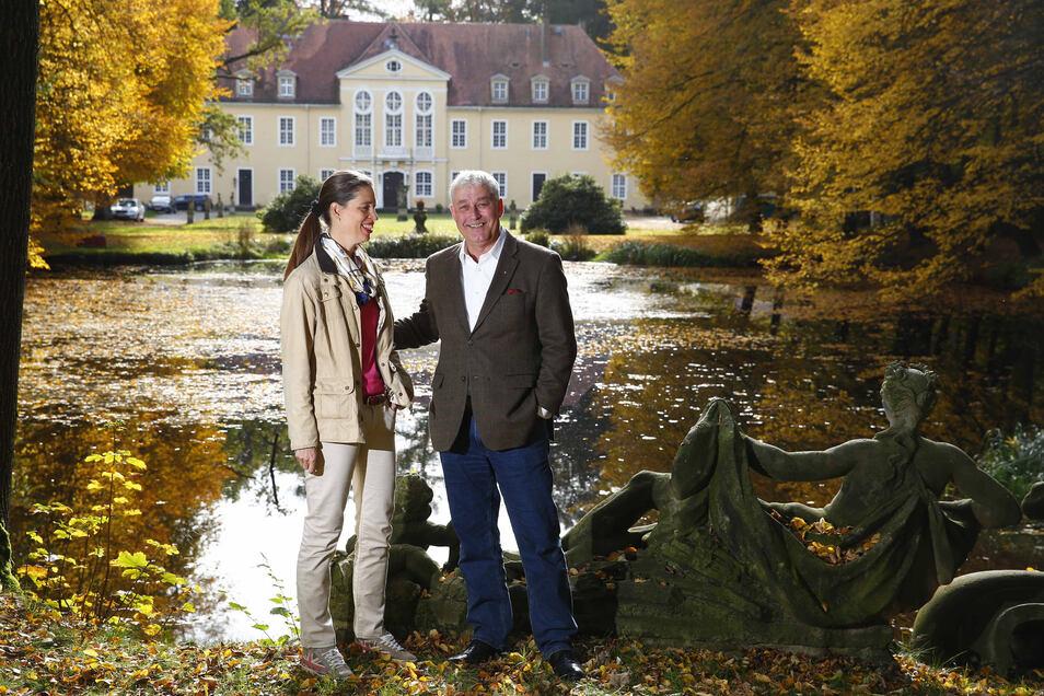 Daniela und Andreas von Hünefeld sind die neuen Besitzer des Schlosses in Oberlichtenau. Sie haben schon einige ihrer Pläne für das Anwesen realisiert und für die nächste Zeit noch viel vor..