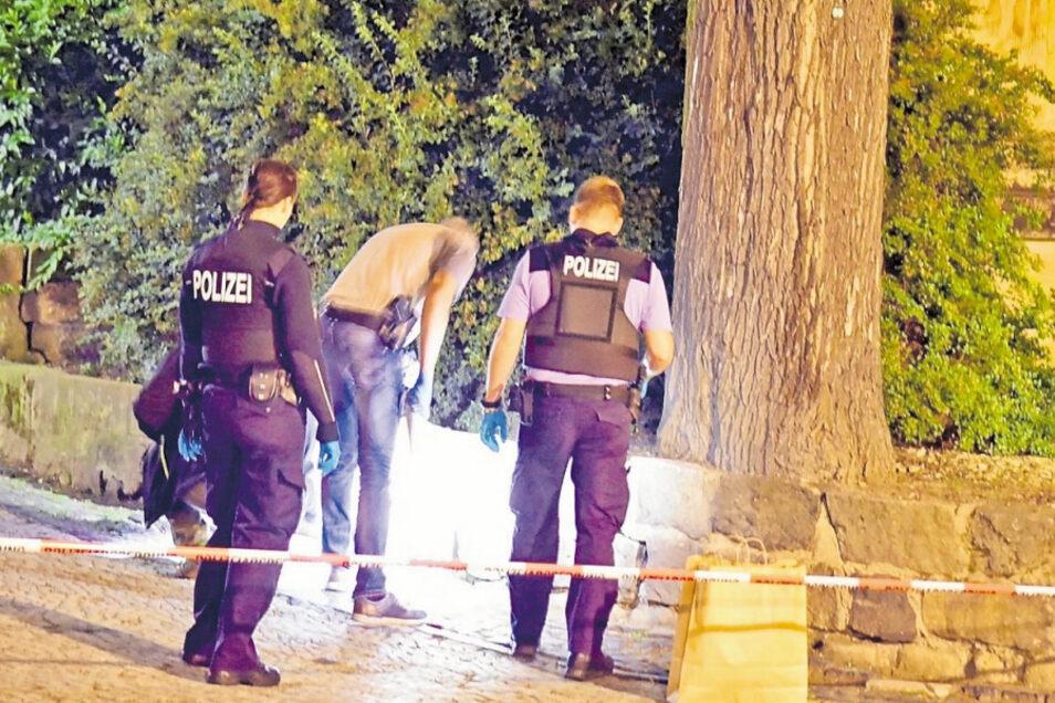 Die Polizei untersuchte damals den Tatort am Christian-Weise-Gymnasium in Zittau - und nahm Frank H. noch am selben Abend fest.
