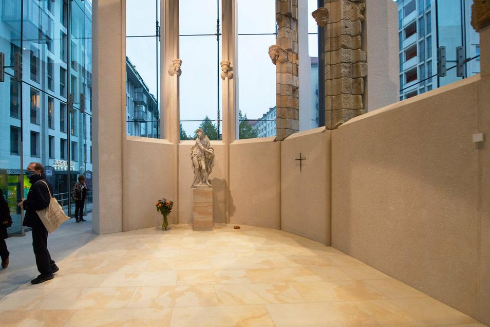 Der Innenraum der Gedenkstätte