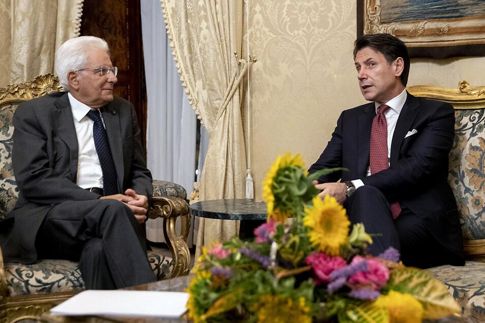 Giuseppe Conte (r), Ministerpräsident von Italien, trifft Präsident Sergio Mattarella im Präsidentenpalast der Quirinale.