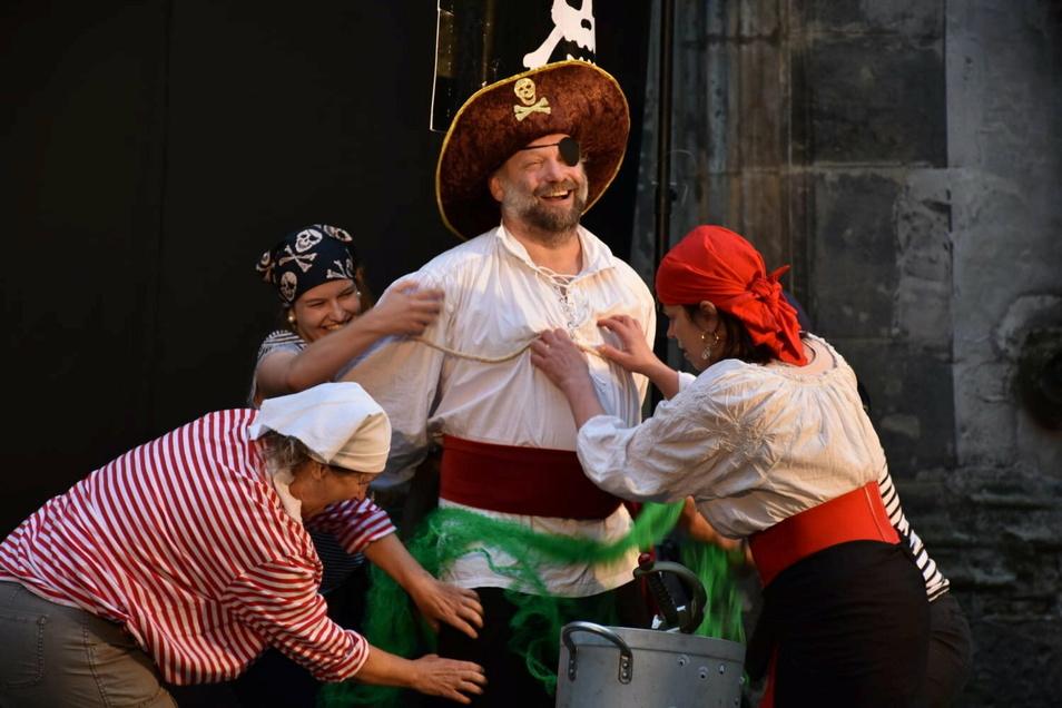 """Die Freispielbühne Görlitz ist schon oft in Görlitz aufgetreten, hier an der Peterskirche mit dem Stück """"Piraten""""."""