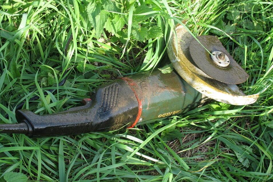 Auch dieser Winkelschleifer wurde aus dem Großenhainer Fluss gefischt. Ob es einen Zusammenhang zum Einbruch gibt, konnte die Staatsanwaltschaft am Donnerstag nicht bestätigen.
