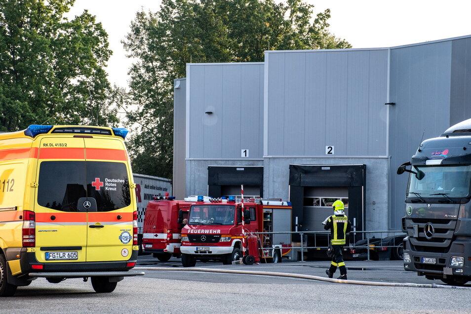 Feuerwehren aus Waldheim und Hartha waren am Sonntagmorgen bei einem Schwelbrand bei der Speditions WSG im Einsatz.