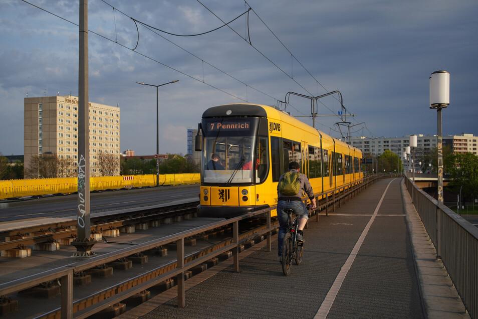 Wird am Sonntag nicht über die Carolabrücke fahren: die Linie 7.