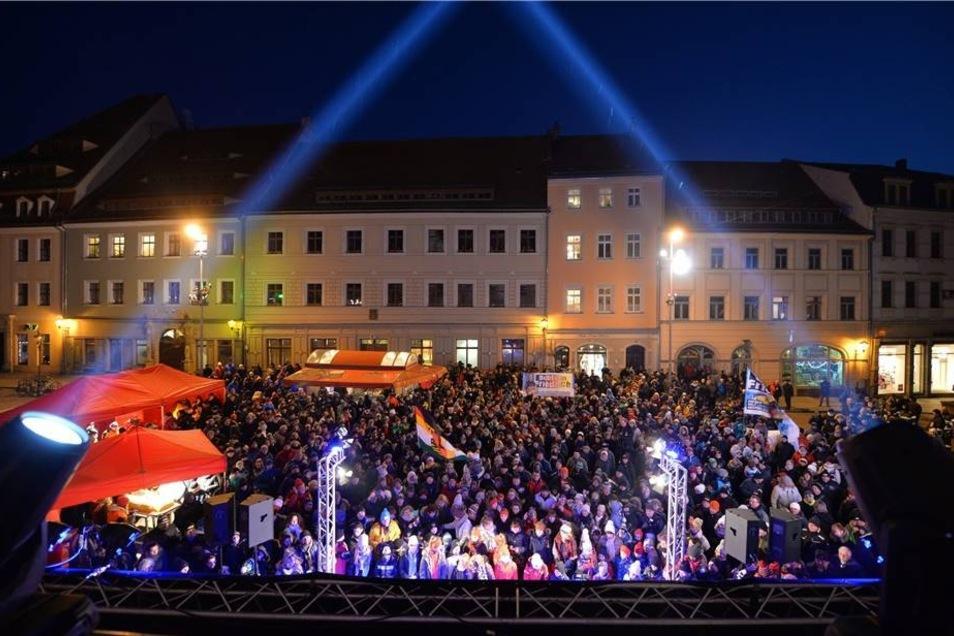 Der Pirnaer Marktplatz bot eine tolle Kulisse für den Empfang. Mehr als 400 Fans, Nachbarn, Freunde und Sponsoren begrüßten die Bobsportler.