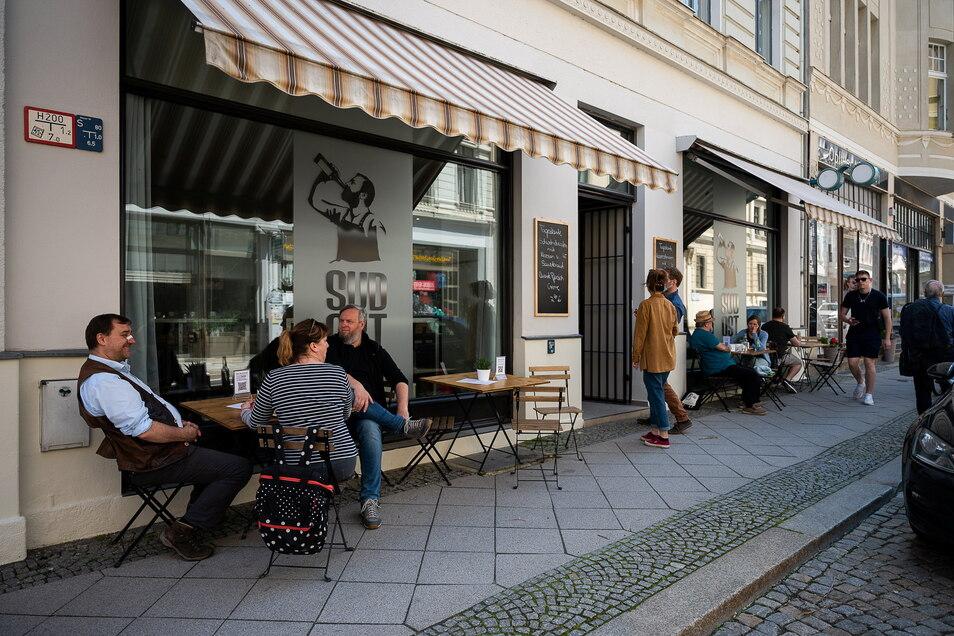 Mehr Außengastronomie, weniger Autos: So könnte es künftig in der unteren Jakobstraße aussehen.