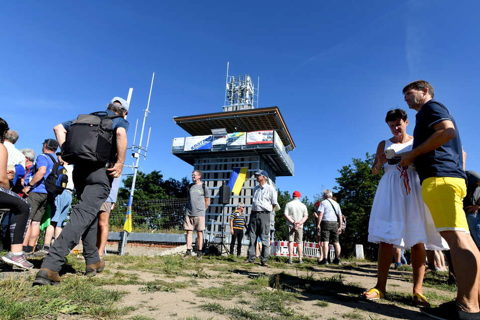 Die Gemeinde Großschönau ließ einen Aussichtsturm errichten, den sie zum Tag der Oberlausitz 2020 eröffnete.