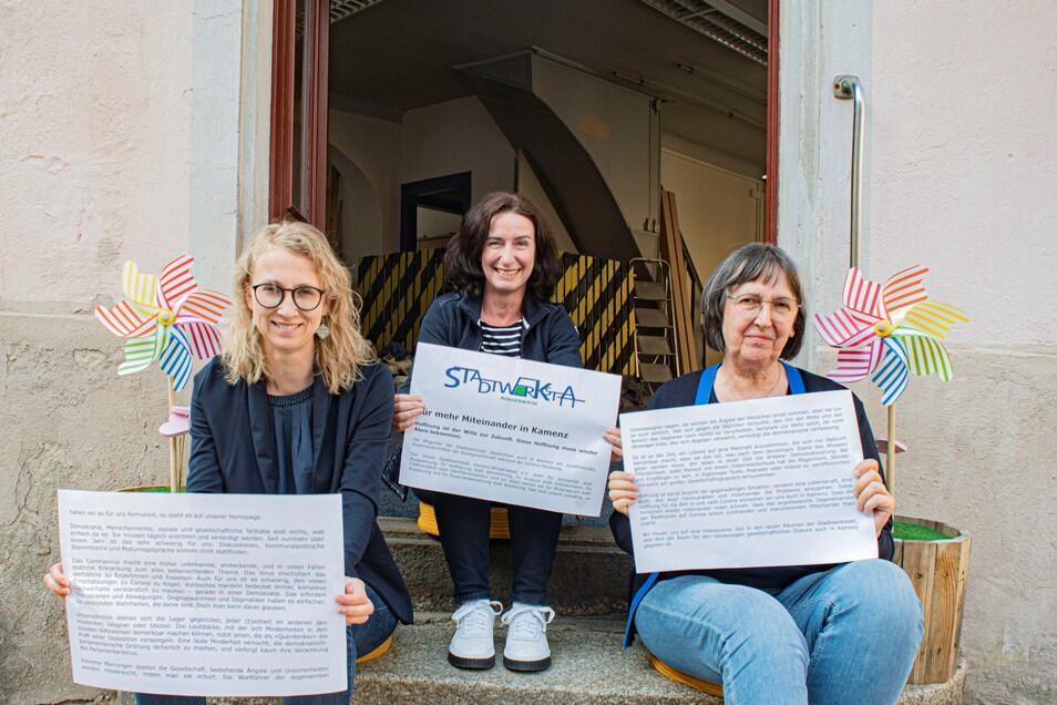 Der Kamenzer Verein Stadtwerkstatt ist mit einem Statement an die Öffentlichkeit gegangen: Franziska Schulze-Stocker, Simone Kirschke und Angela Sondermann (v.l.) erklären, was sie dazu bewegt hat.