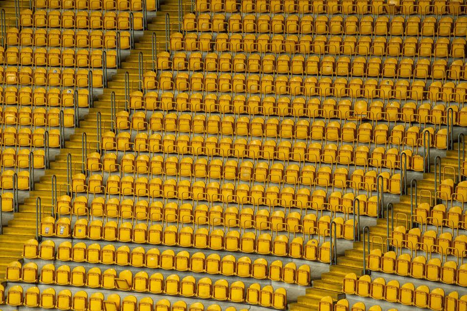 Leere Ränge im Dresdner Rudolf-Habrig-Stadion. Wird bald wieder gekickt - aber ohne Zuschauer?