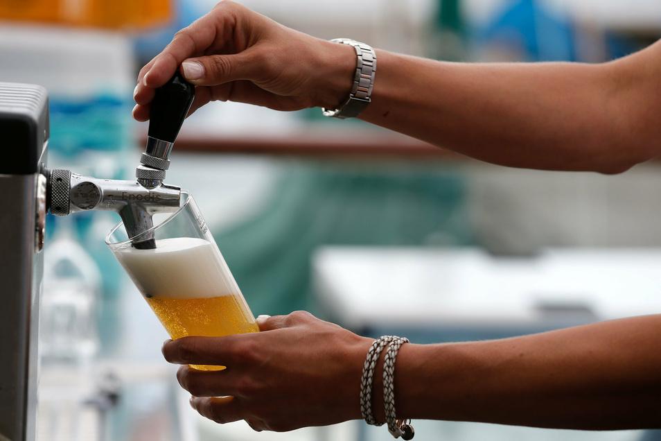 Der stark gesunkene Bierabsatz macht Brauern sehr zu schaffen.