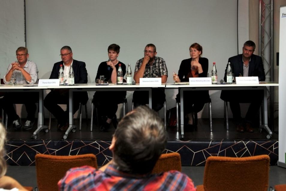 Beim Wahlforum diskutierten: Sylvio Pfeiffer-Prauß (Grüne), Thomas Baum (SPD), Moderatorin Antonie Rietzschel, Sebastian Grubert (FDP), Antonia Mertsching (Linke) und Tilmann Havenstein (CDU/v.li.). Roberto Kuhnert (AfD) hatte sich entschuldigt.