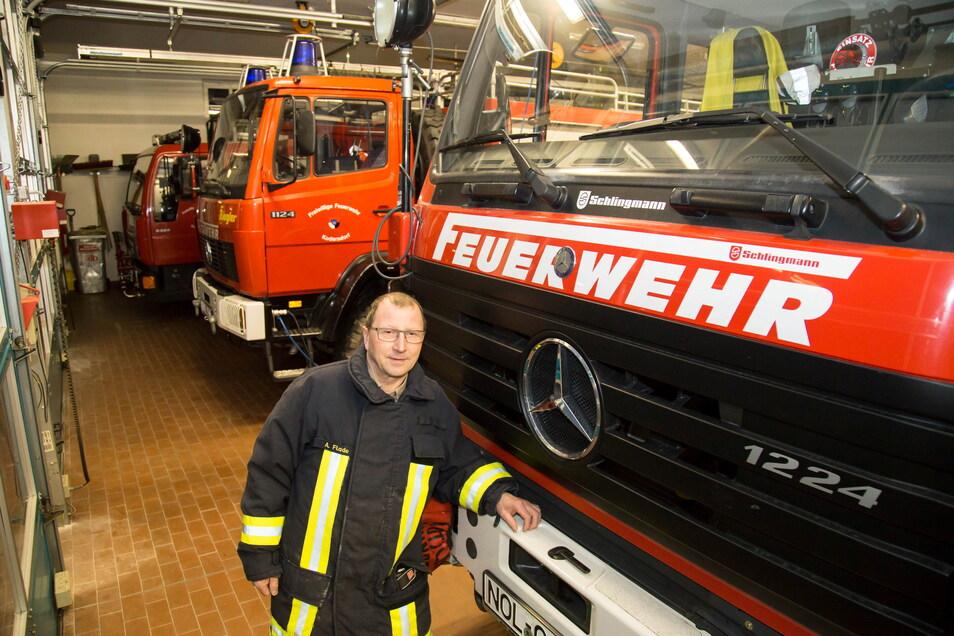 Der Kodersdorfer Ortswehrleiter Andreas Flade musste mit seinen Kameraden am Sonntagnachmittag zum Einsatz ausrücken. Ein Notstromaggregat an der Autobahn war in Rauch aufgegangen.